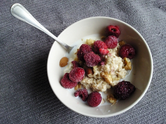 yogurt raspberry oats