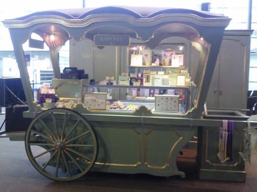 macaroon wagon